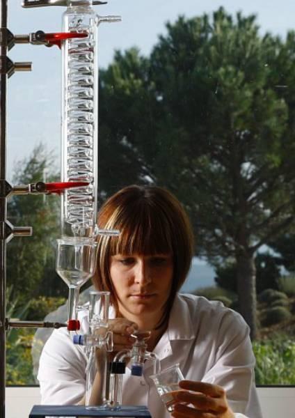https://www.laroche-posay.cl/-/media/project/loreal/brand-sites/lrp/america/latam/simple-page/landing-page/pioneros-en-la-ciencia-del-microbioma/laroche-posay-landingpage-microbiome-science-flipcard11.jpg
